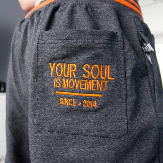 Tepláky pro parkour Soul Šedo-černé, oranžová výšivka